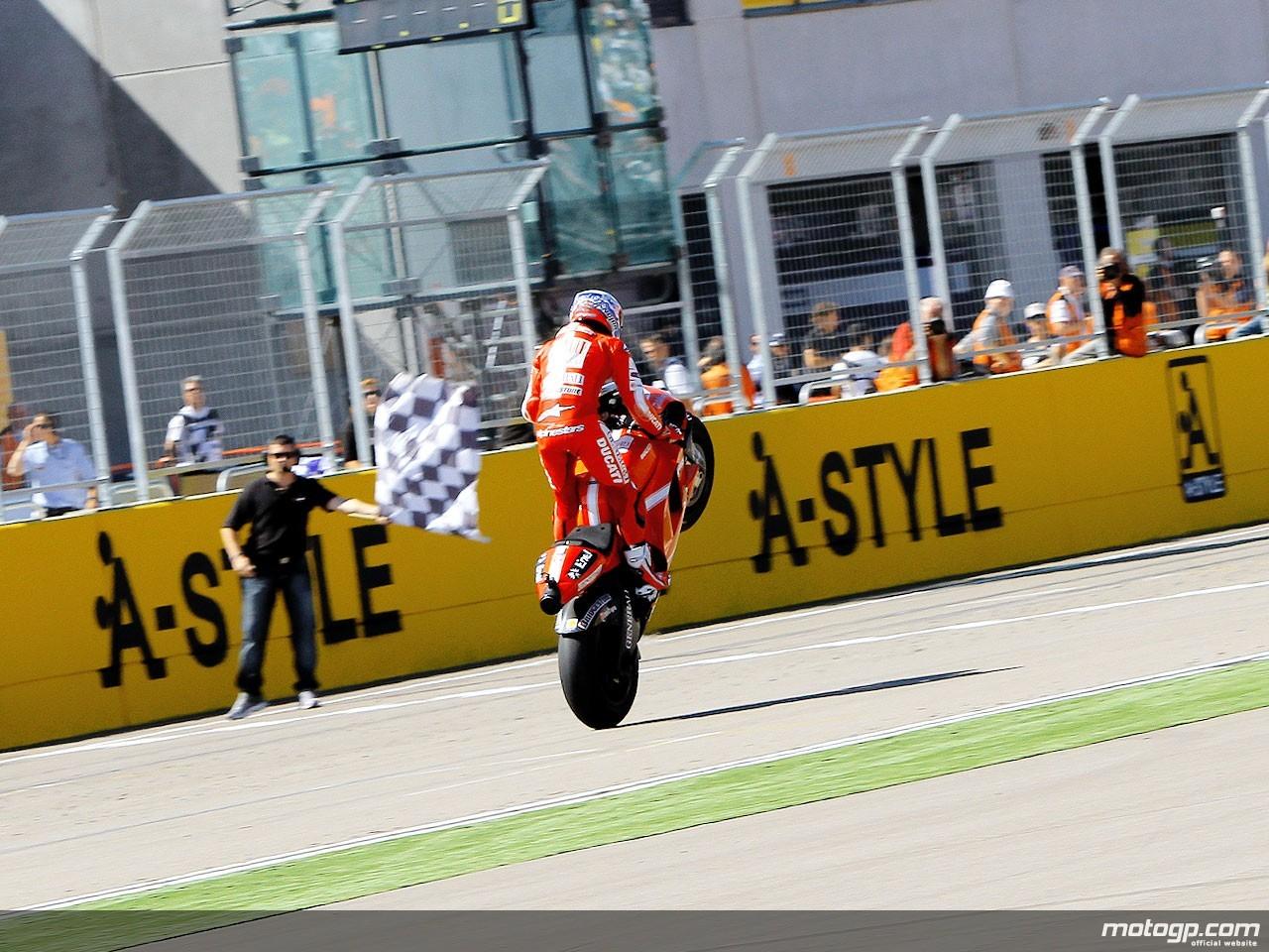 A FAST win in a FAST race - Kuwait Moto